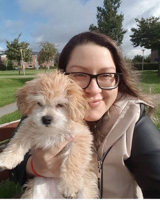 Foto van Debbie met haar hondje Lana