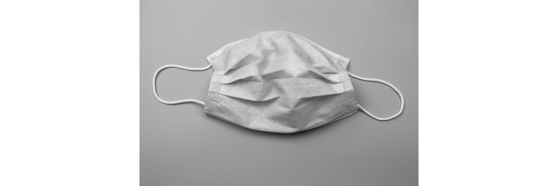 Foto van een wit, wegwerpbaar mondkapje